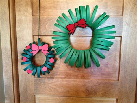 How To Make A Wreath Out Of Paper - cats on the homestead paper wreath craft