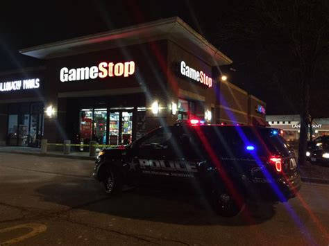 armed robbery at gamestop on rand rd and arlington heights