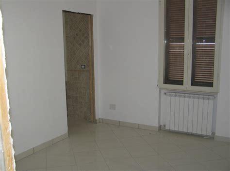 rasatura pavimento rifacimento totale facciata e appartamento sito in via