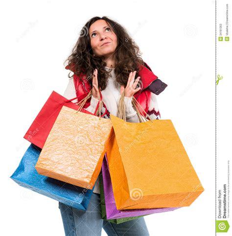 imagenes de invierno con personas mujer feliz en ropa caliente con los bolsos de compras