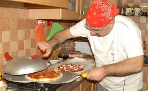 impasto pizza in casa ricetta e impasto non bastano per fare la pizza in casa