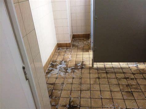 best way to clean bathroom wall tiles best way to clean ceramic tile walls