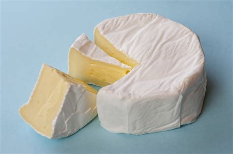 soft brie cheese 8021 stockarch free stock photos