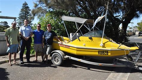 boat anchor adelaide two divers rescued from beachport reef after boat broke