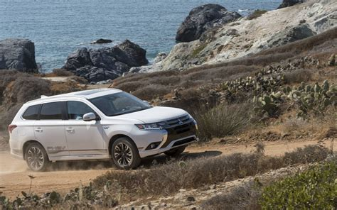 mitsubishi outlander off road comparison mitsubishi outlander phev gt 2018 vs