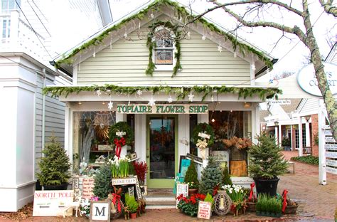 kdhamptons design charming holiday decor  topiaire