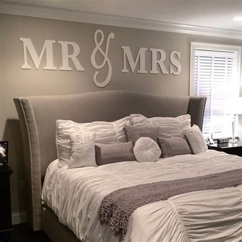 bett dekorieren mr mrs wall signs size z create design