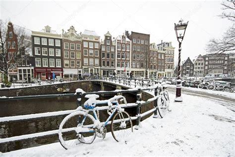 fotos holanda invierno nevado amsterdam en holanda en invierno fotos de stock