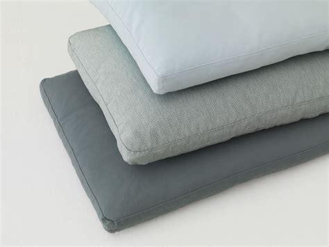 coussins canap駸 coussin rectangulaire en tissu pour canap 233 pill by zeitraum