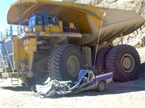 mining mayhem rear dumper reversing  light vehicle political toons pinterest trucks
