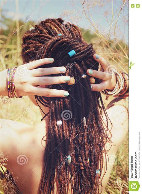 hair salon dredlocks newark de femme avec la coiffure de dreadlocks photos stock