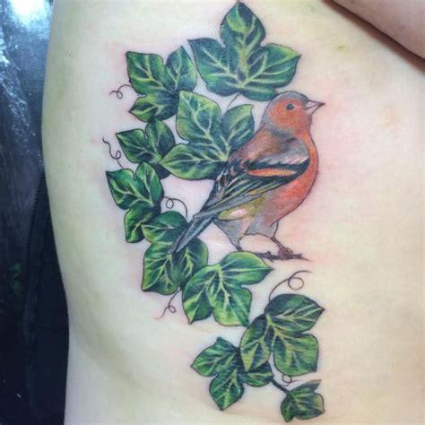 efeu tattoo seine bedeutung und 12 ideen