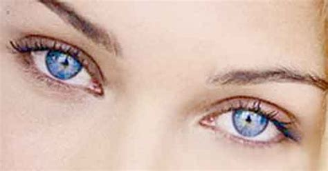 tips in choosing the best colored contacts
