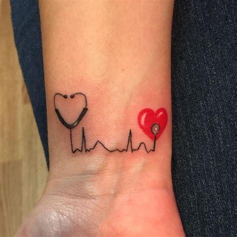 tattoo on wrist nurse 25 beste idee 235 n over verpleegkundige tatoeages op