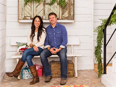 fixer upper stars fixer upper hosts chip and joanna gaines holiday house