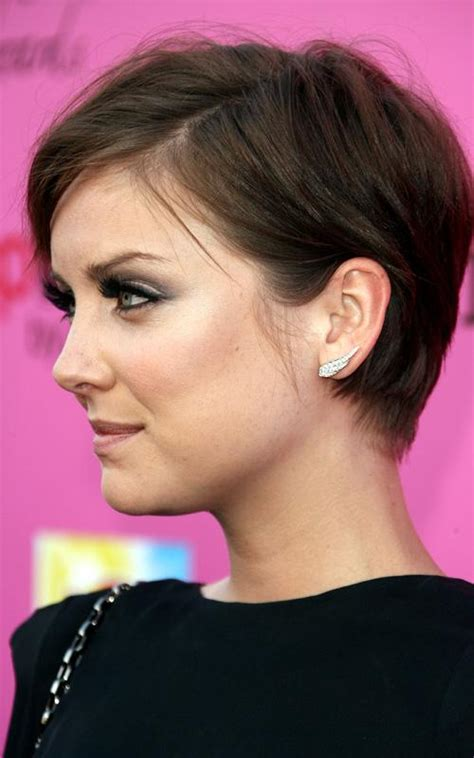 styles for growing out a pixie growing out a pixie celebrity inspiration it keeps