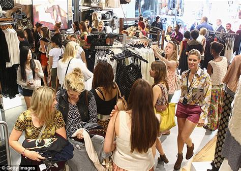 Topshop Sale Launches Today by Topshop Australia Launches Sale After Collapse