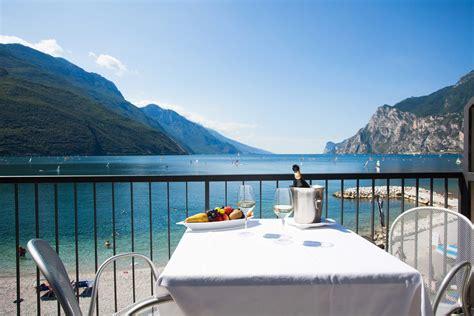 hotel con idromassaggio in lago di garda romantico benessere sul lago di garda sulla nostra