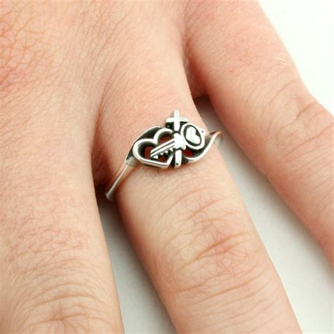 Crossed Ring key and cross ring s rings on