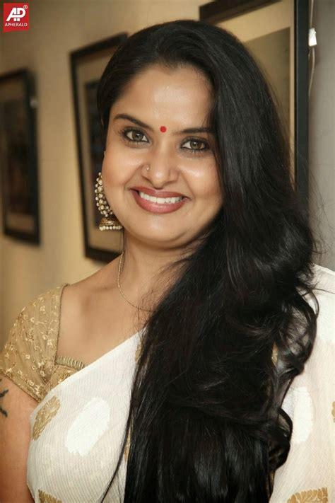 actress pragathi actress pragathi in saree photos