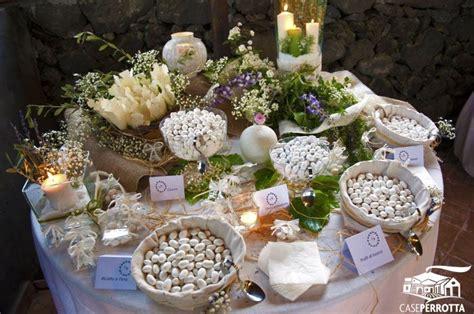 allestimento tavolo per confettata allestimento confettata matrimonio con edera coni e