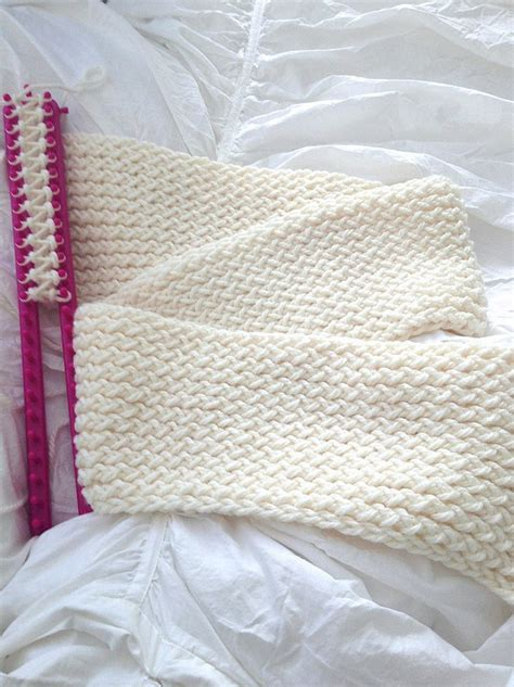 how to loom knit a scarf on loom the most amazing tutorial how to use a knitting loom to