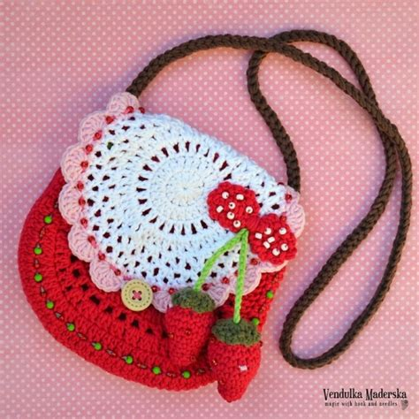 crochet pattern strawberry purse strawberry purse crochet pattern allcrochetpatterns net