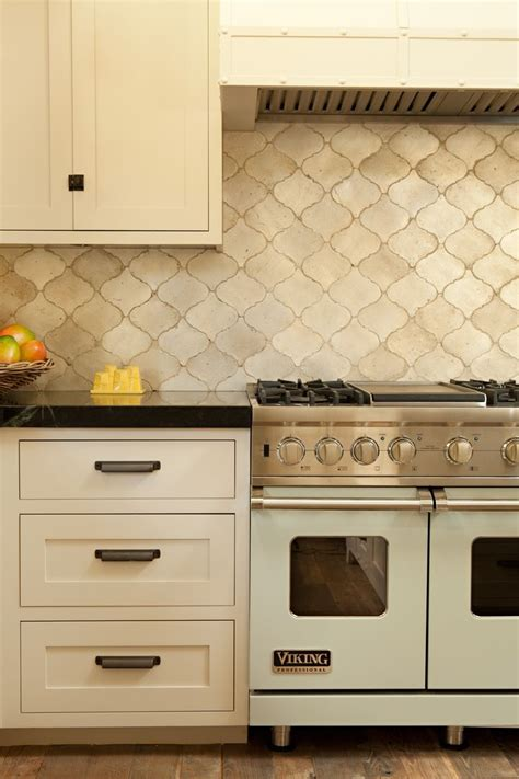 ceramic backsplash tiles for kitchen 10 best ideas about kitchen on glass subway