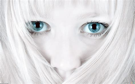 white facing with white hair and blue wallpaper 7700 open walls