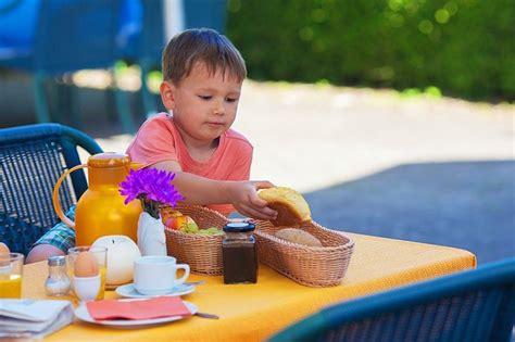 apporto calorico alimenti dieta dei bambini come tenere sotto controllo l apporto