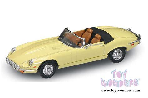 Yatming Jaguar 1971 jaguar e type convertible 94244yl 1 43 scale yatming road signature wholesale diecast model car