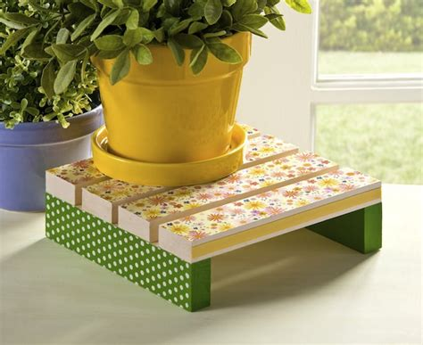 Decoupage For Outdoors - decoupage a plant stand for mod podge rocks