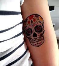 photo : tatouage tête de mort, bras