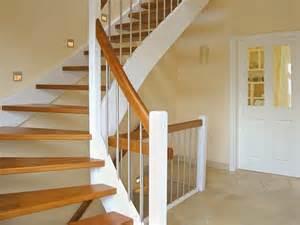 treppe einfamilienhaus treppen in massivholz echtholzfurniere oder eine