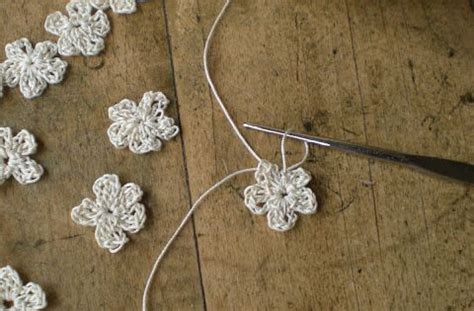 crochet flower pattern magic ring how to make a tiny flower form a magic ring into this