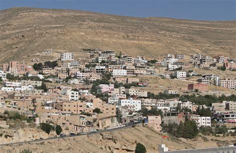 File:Wadi Musa, Jordan   Wikimedia Commons
