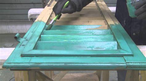 verniciare le persiane come restaurare persiana in legno preparazione alla