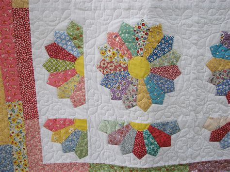 Quilt Dresden Plate Pattern by Traditional Quilt Dresden Plate Quilt Pattern By