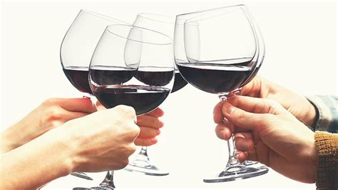 Pretty Mugs Wine Toasting Etiquette The Trick To Clinking Glasses
