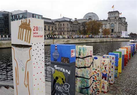 Feiern Zum Mauerfall by Berlin Zehntausende Haben Den Fall Der Berliner Mauer Vor