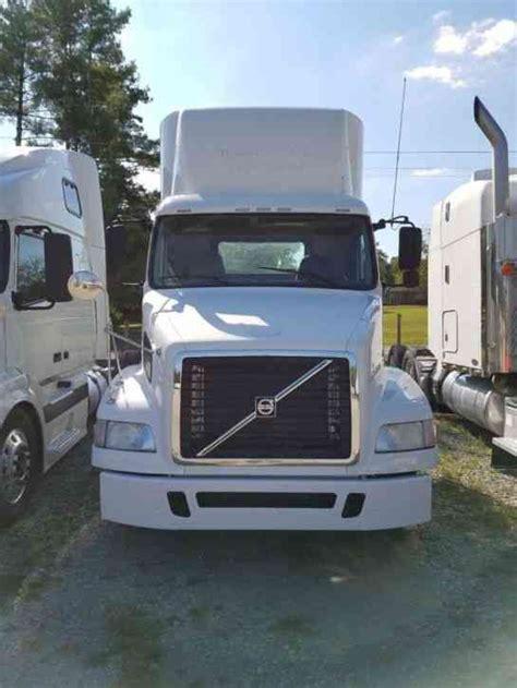 2009 volvo semi truck volvo daycab 2009 daycab semi trucks