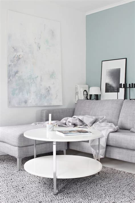 what colours go with grey sofa