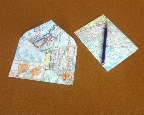 Map Craft Paper - 15 ideas for decorating with maps