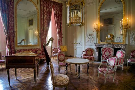 versailles france palace petit trianon dining room living room in queen s apartments petit trianon versailles
