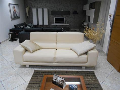 divani e divani klaus prezzo coppia divani pelle beige con sedute allungabili mod