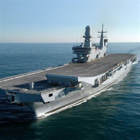 nave portaerei la portaerei cavour approda a genova visite guidate