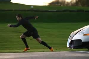 Cristiano Vs Bugatti Cristiano Ronaldo Pr 228 Sentiert Den Neuen Nike Mercurial