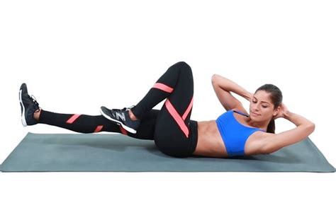 best crunches 25 best ideas about bicycle crunches on side