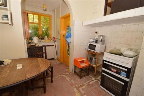 bedroom semi detached house  sale  handford drive