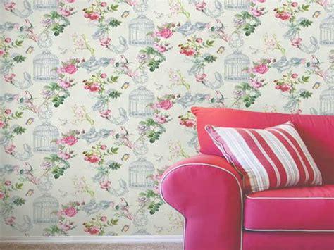 agréable Decoration Pour Mur Exterieur De Jardin #7: salon-vintage-avec-ce-papier-peint-floral-leroy-merlin.jpg